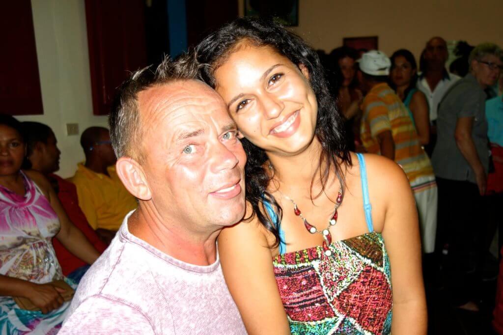 Groovy Planet: Reiseblogger Wolfgang Käseler mit kubanischer Freundin Milagro