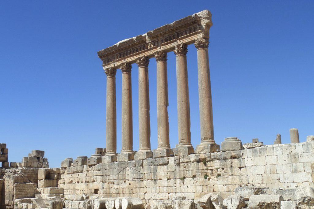 Baalbek, Libanon. Sechs Säulen, das Überbleibsel vom Jupitertempel.