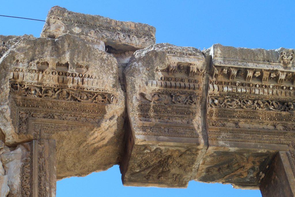 Baalbek, Libanon. Gewaltige steinerne Überreste in der Tempelanlage.
