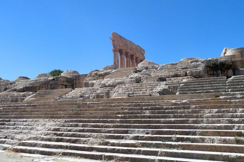 Baalbek, Libanon. Treppen zur Tempelanlage.
