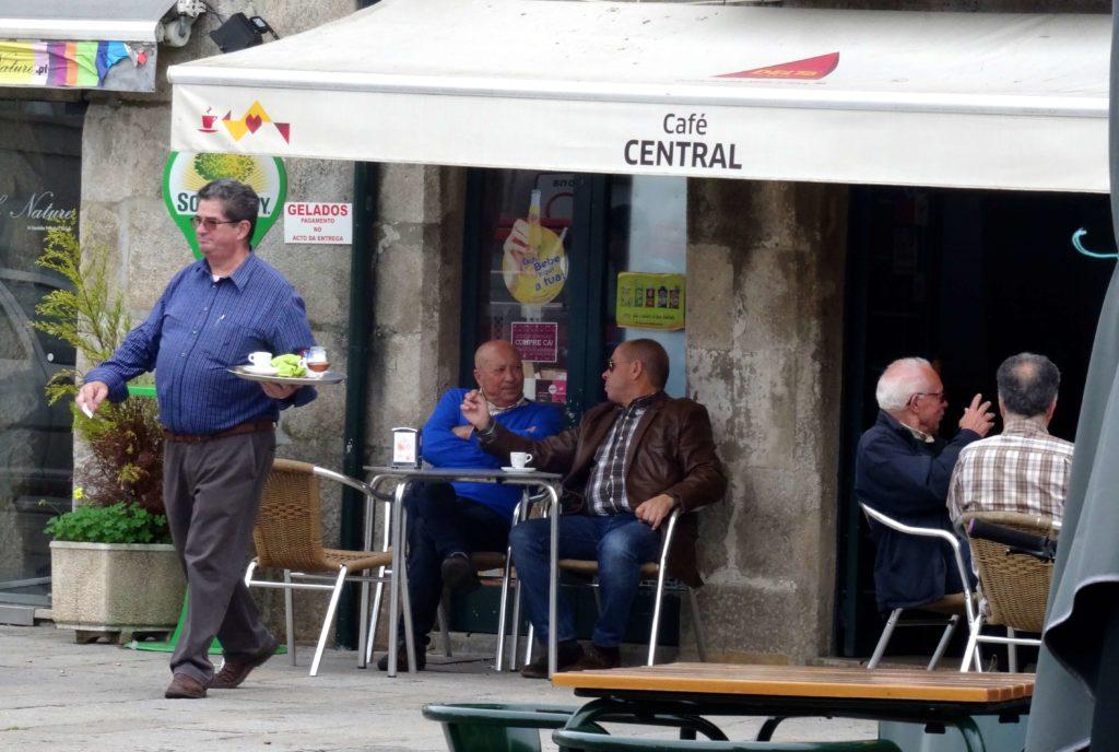 Vor dem Café Central