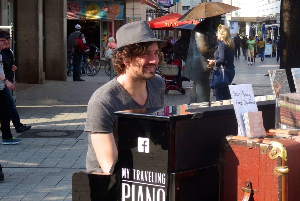 Joe Löhrmann liebt die Musik. Und das Reisen.