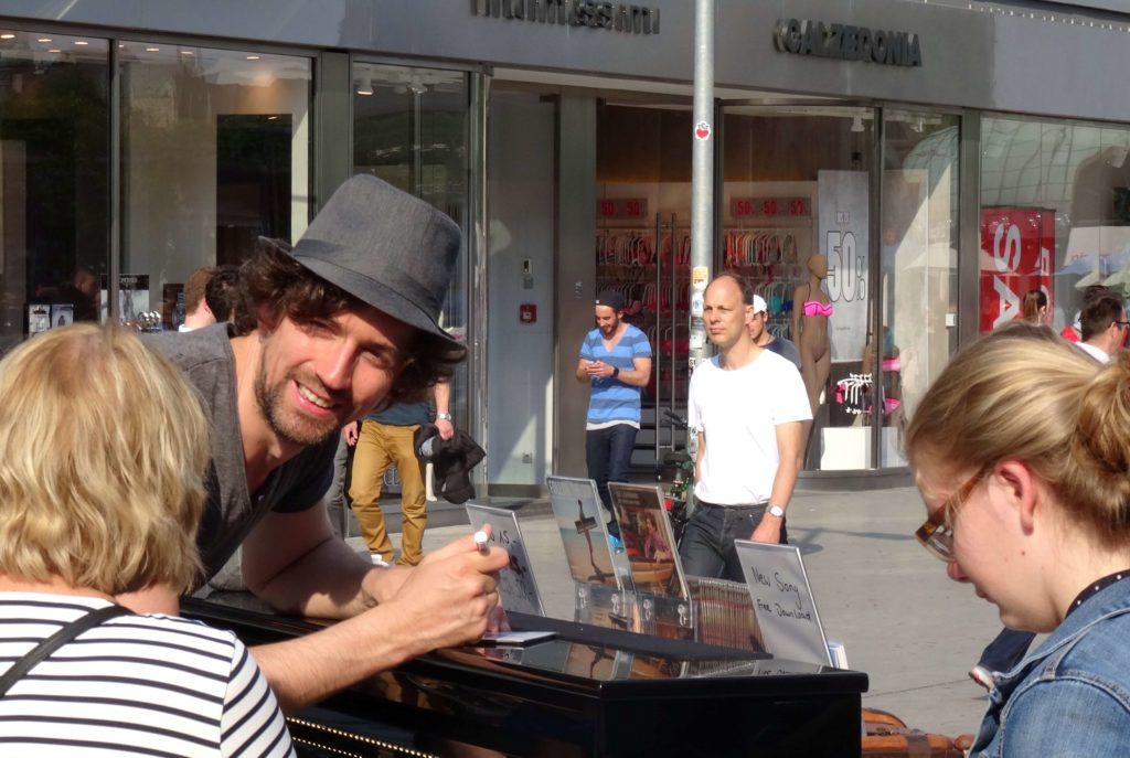 My Traveling Piano: Autogramme für die Fans
