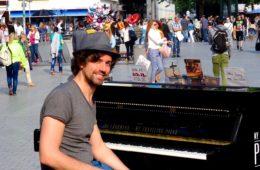 "Johannes ""Joe"" Löhrmann aus Hannover (My Traveling Piano)."
