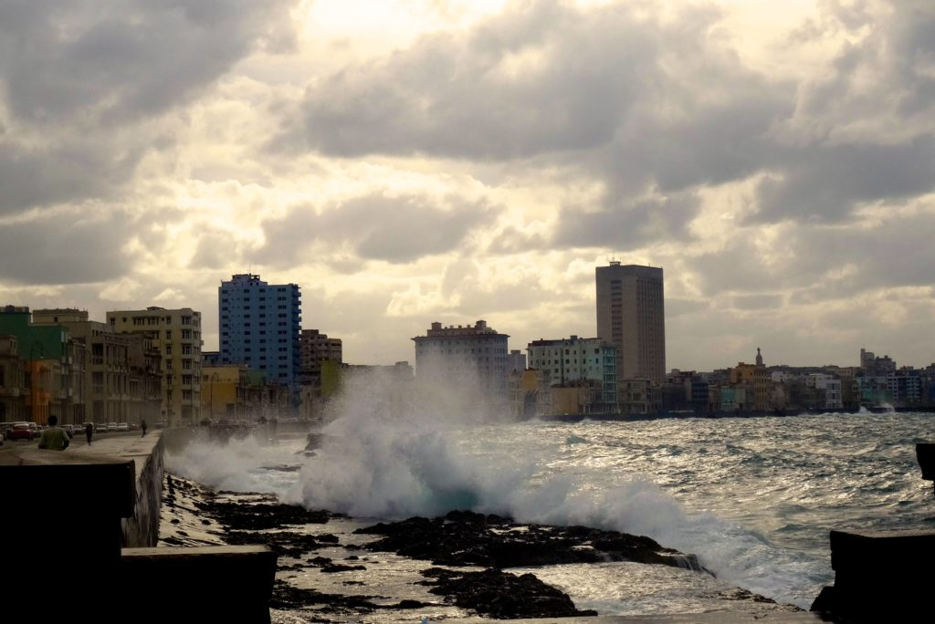 Stürmischer erster Abend am Malecón, die Sonne lässt sich nicht mehr blicken