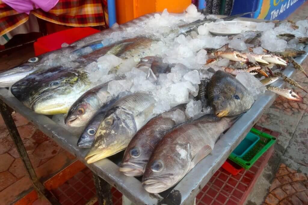 Kovalam: Frischer Fisch und Meeresfrüchte am Lighthouse Beach