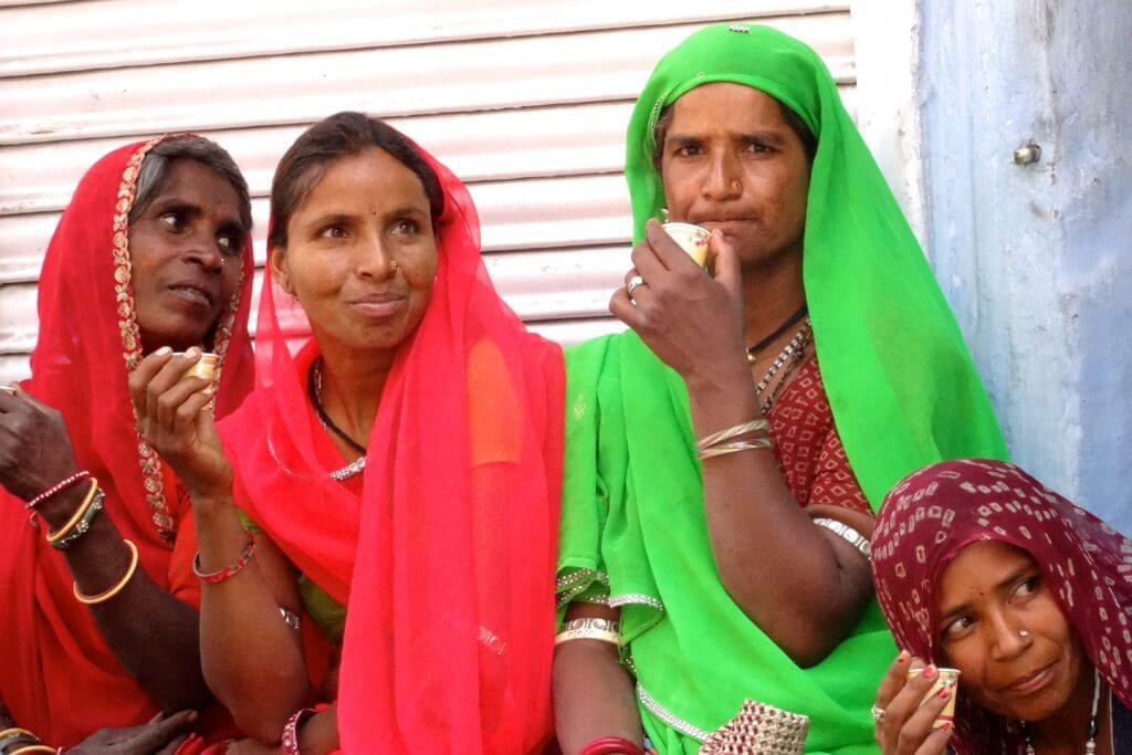 Kultur in Indien, Inderinnen beim Masala Chai trinken