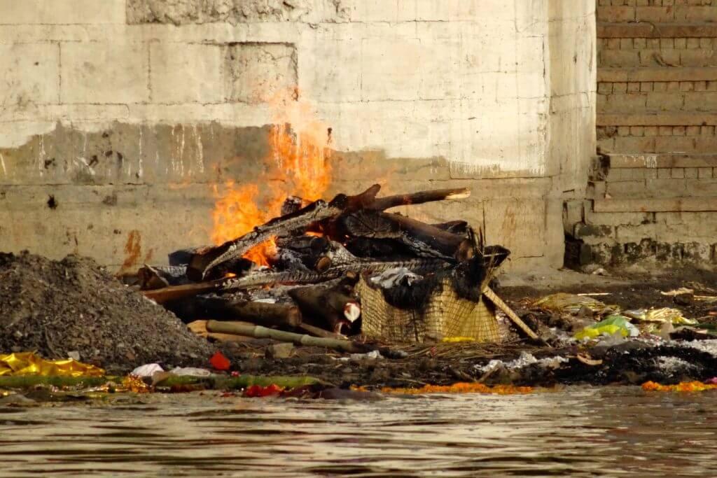 Indische Kultur: Totenverbrennung in Varanasi
