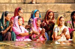 Kultur in Indien: Inderinnen in Varanasi