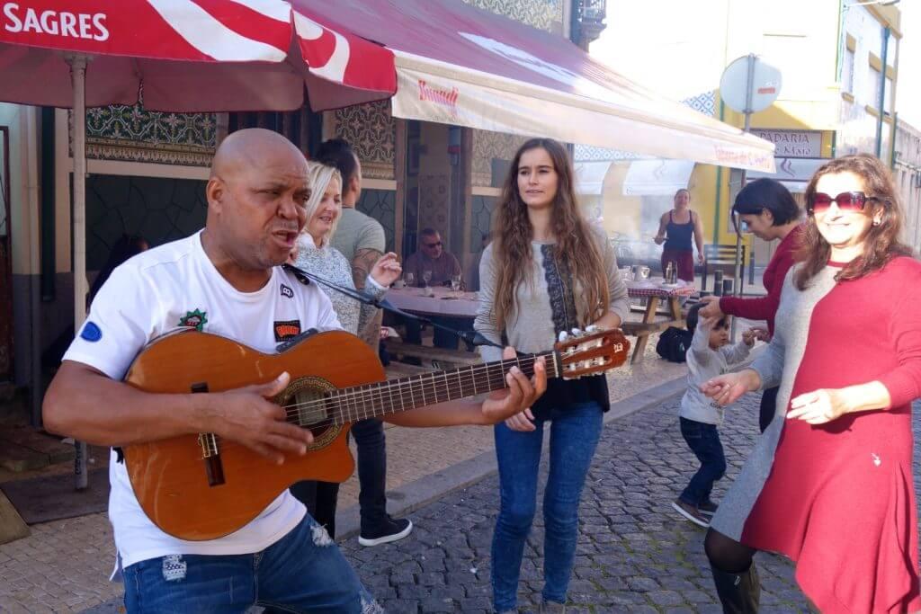 In den Straßen von Afurada. Vor der Taberna do São Pedro