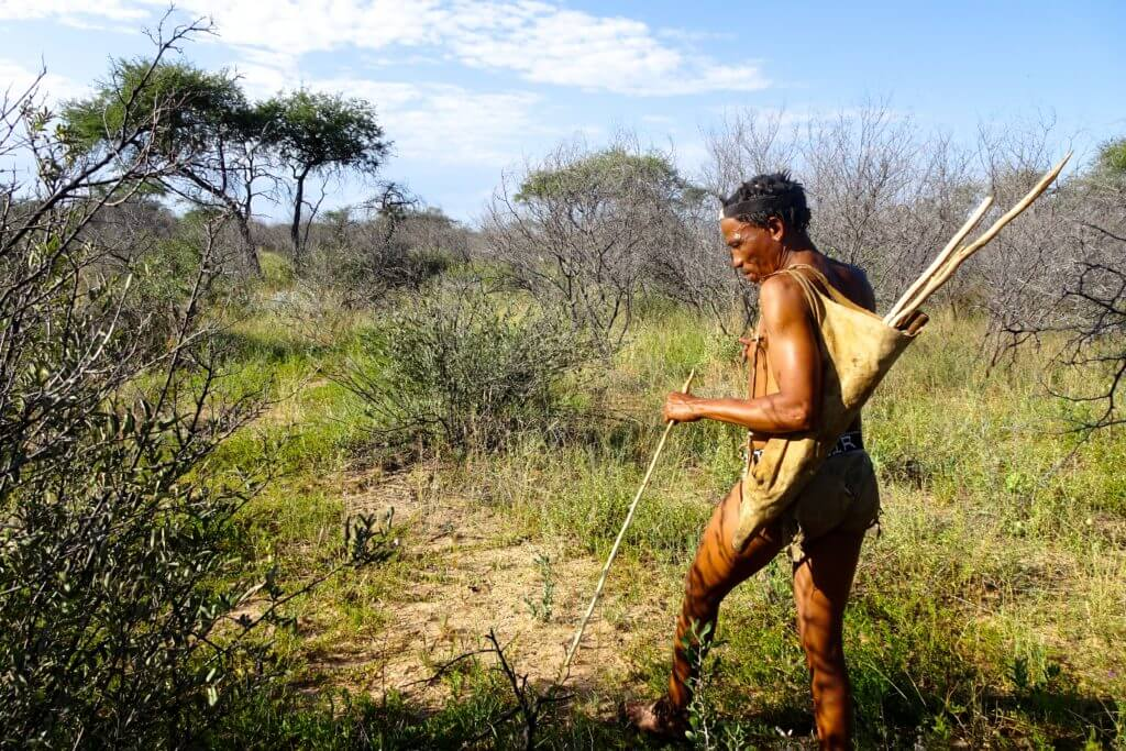 Jahresrückblick Reiseblog Groovy Planet, San-Buschmann in Botswana