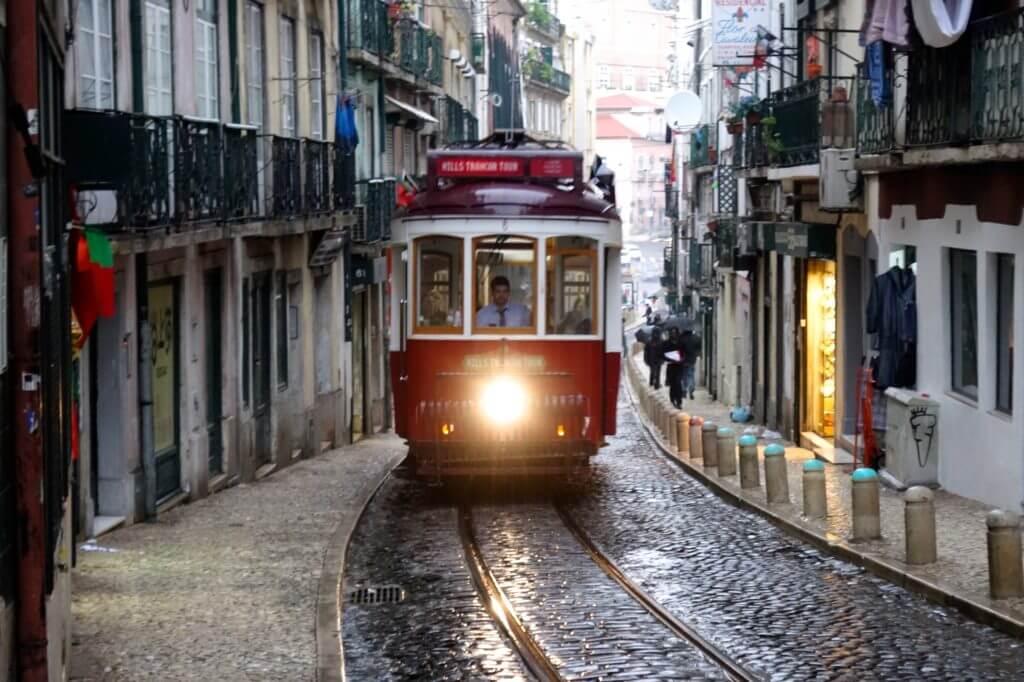 Jahresrückblick Reiseblog Groovy Planet, Straßenbahn in Lissabon