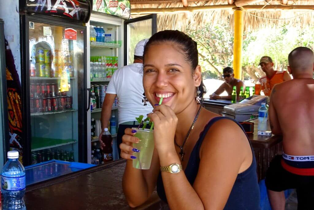 Guardalavaca: Mojito-Genuss in der Strandbar El Caney