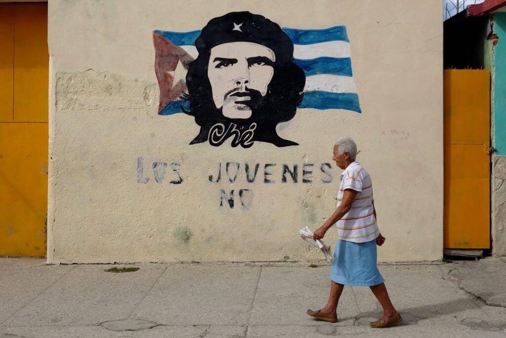 In den Straßen von Guantánamo: Wandbild von Che Guevara