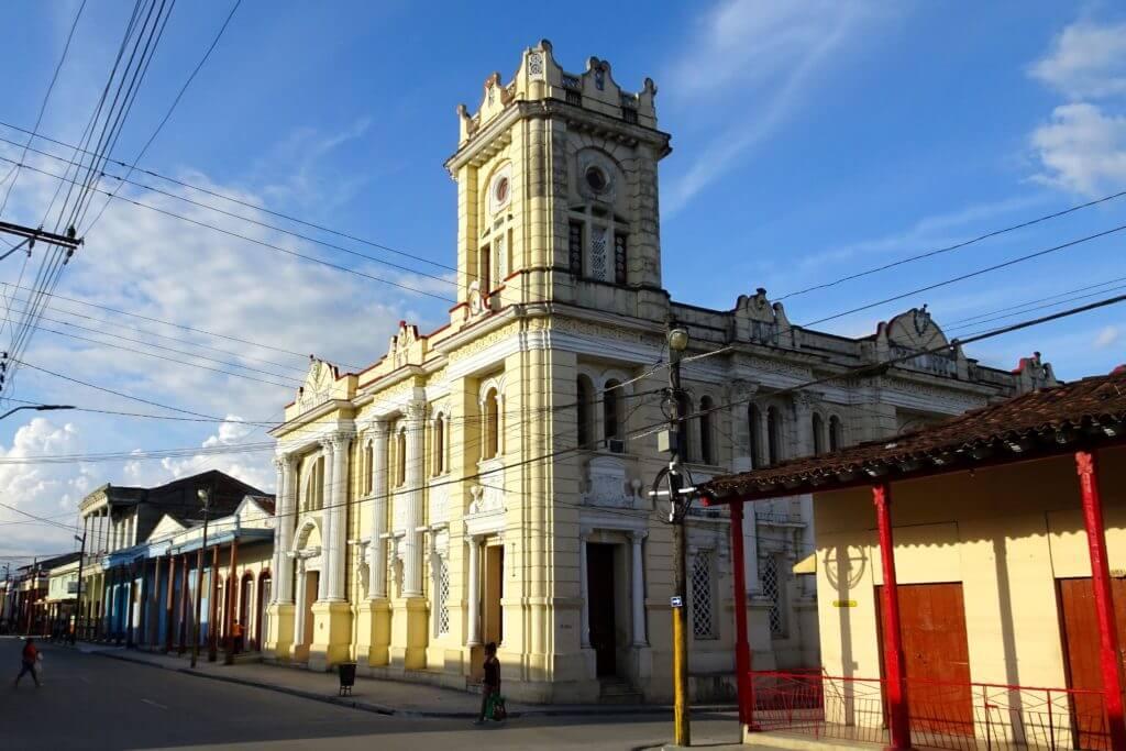Bibliothek von Guantánamo, das ehemalige Rathaus, eines der architektonischen Highlights