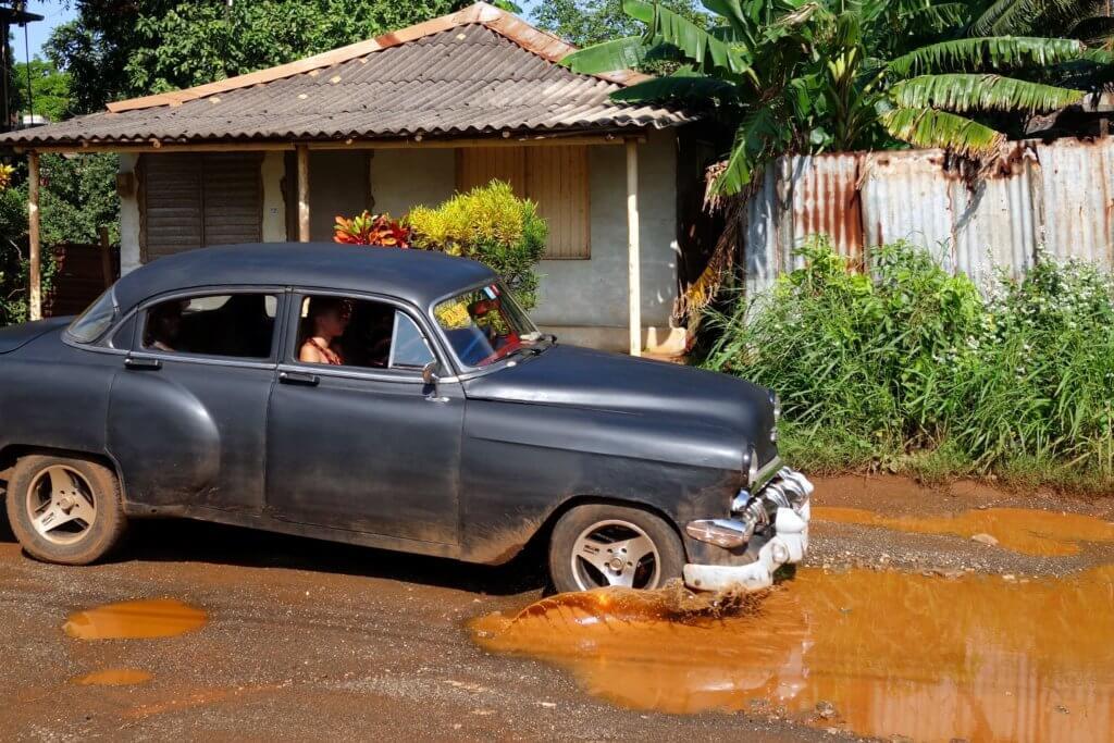 Casa Particular in Moa, Kuba. Auf der Straße nach dem Regen.