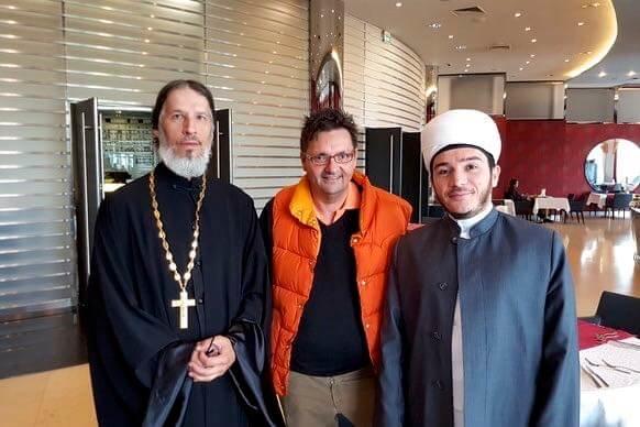 Religion in Tatarstan. Vikar Konstantin Kolyganov(links) und Imam Ilfar Khasanov (rechts), in der Mitte Holger Trocha.
