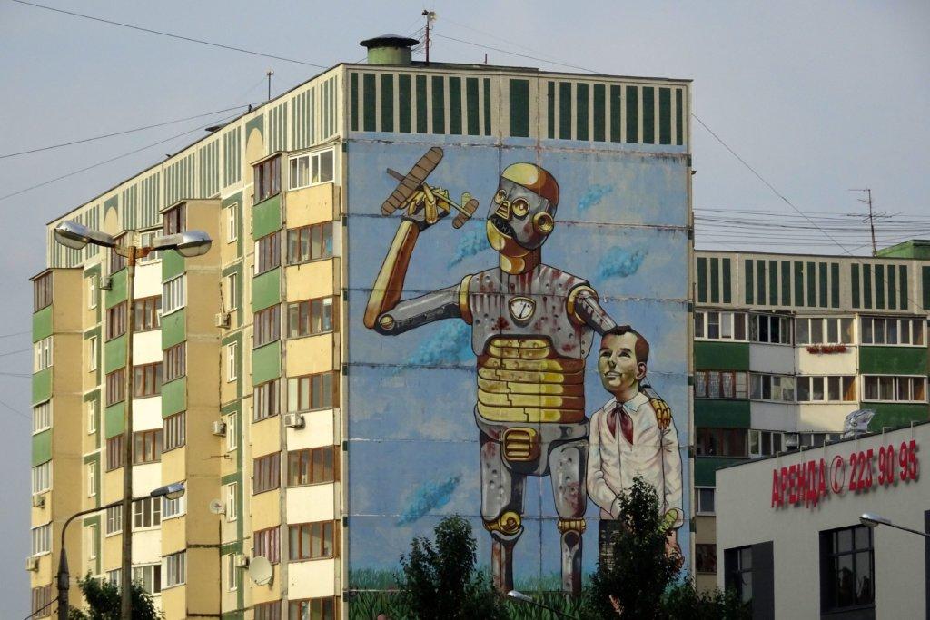 Street Art in Kasan. Mural an der Außenfläche eines Hochhauses.