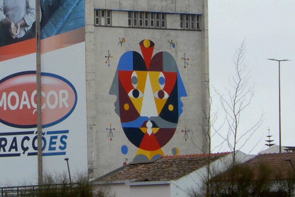 Street Art auf den Azoren. Kunstwerk des Franzosen Alby Guillaume, Künstlername Remed.