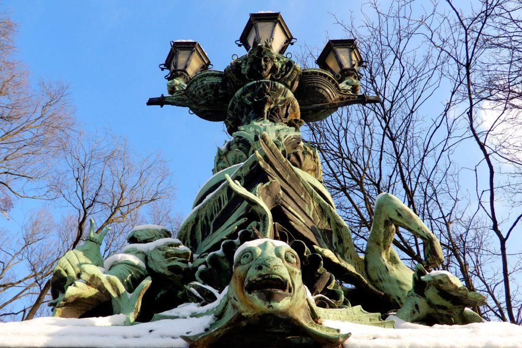 Winter in Hannover. Kandelaber auf der Königsworther Brücke, Königsworther Straße.