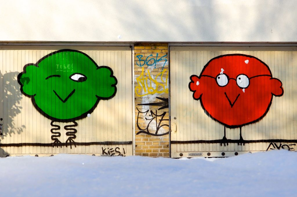 Winter in Hannover. Street Art an Garagentor in Linden.