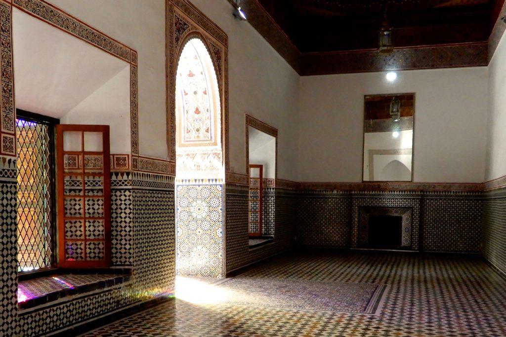 Bahia Palast, Marrakesch. Die Morgensonne scheint in einen der Räume.