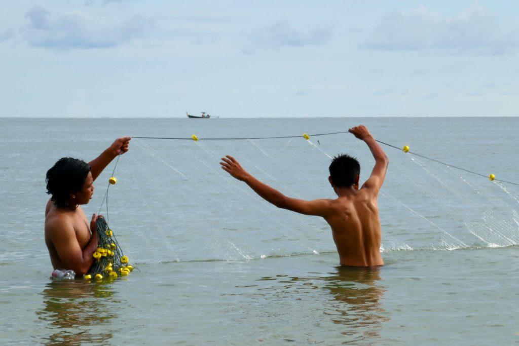 Koh Phra Thong: Moken beim Fischfang.