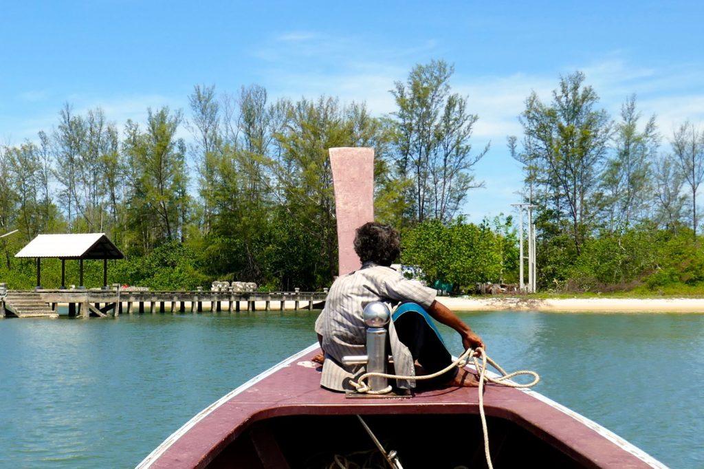 Koh Phra Thong. Mit dem Boot auf die Insel.