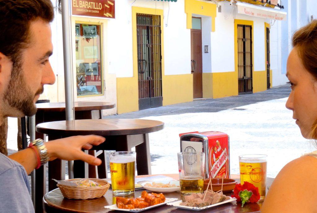 Vor der Tapasbar Tabanco Plateros