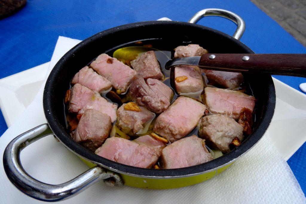 Thunfisch in der Bar la Carcel, Arcos de la Frontera.