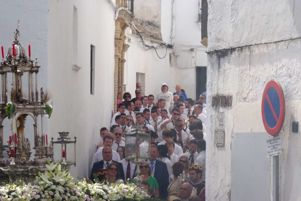 Sonntägliche Prozession in Arcos de la Frontera