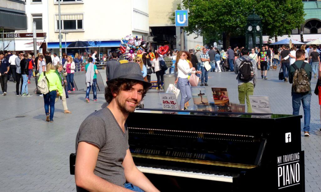 My Traveling Piano. Joe Löhrmann am Kröpcke in Hannover.