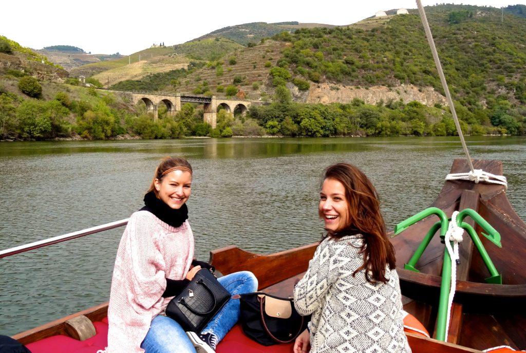Fahrt durchs Douro-Tal: Sandra und Julia