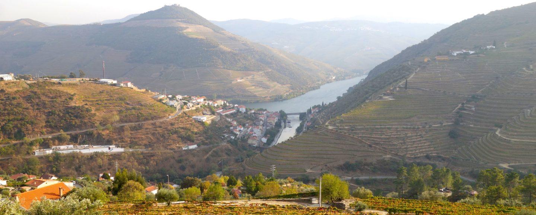 Douro-Tal. Blick von oben auf Pinhão.