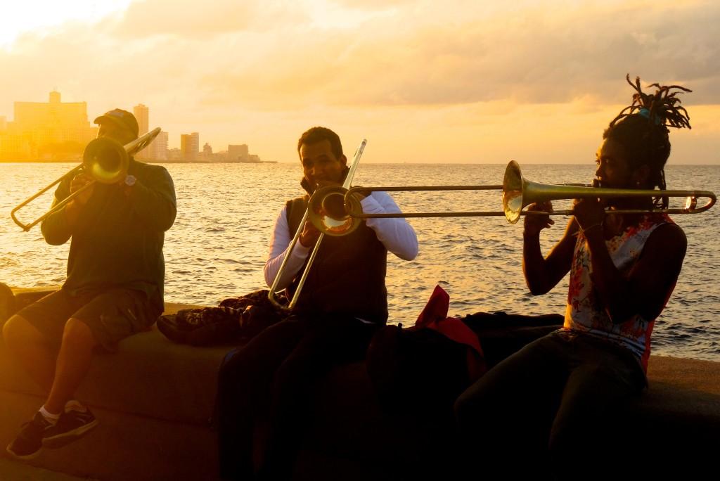 Abschied von Havannas Malecón: Abendstimmung und Musik