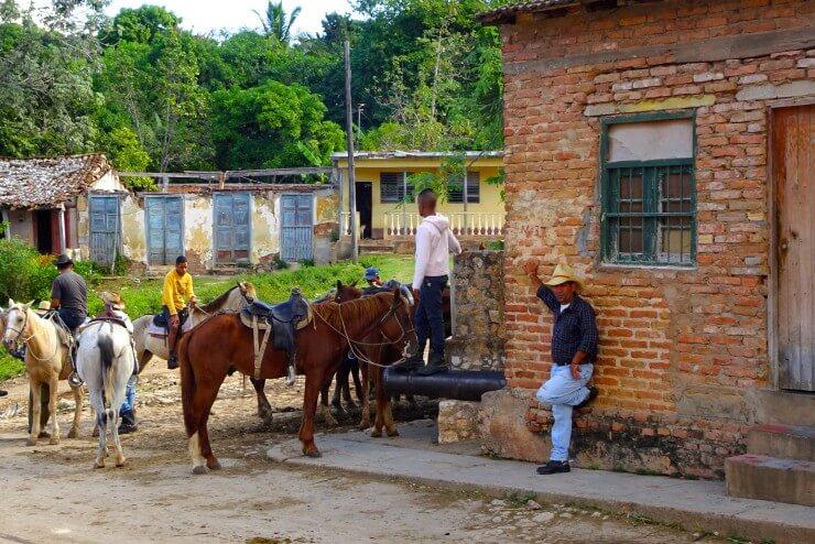 Trinidad in Kuba, Männer mit Pferden