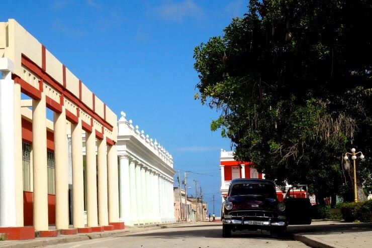 Gibara Kuba, koloniale Architektur am Parque Calixto Garcia