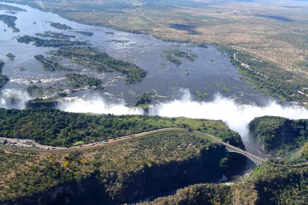 Sambia Reisetipps: Die Victoriafälle aus der Luft
