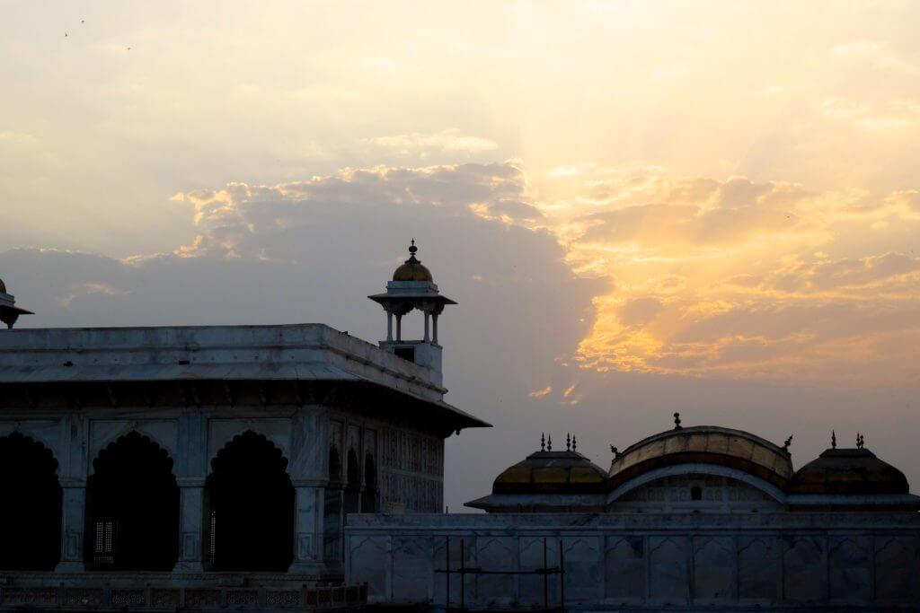 Morgenstimmung über dem Roten Fort in Agra