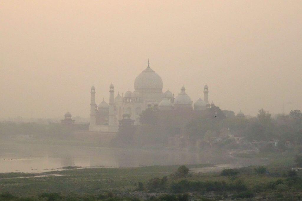 Taj Mahal im Morgendunst