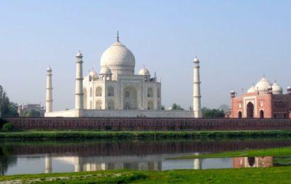Taj Mahal von der anderen Seite des Yamuna