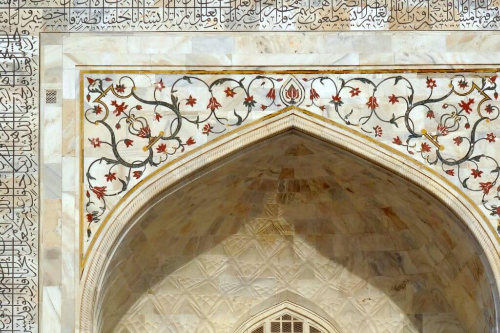 Details am Taj Mahal, zum Teil wurde mit Edelsteinen gearbeitet