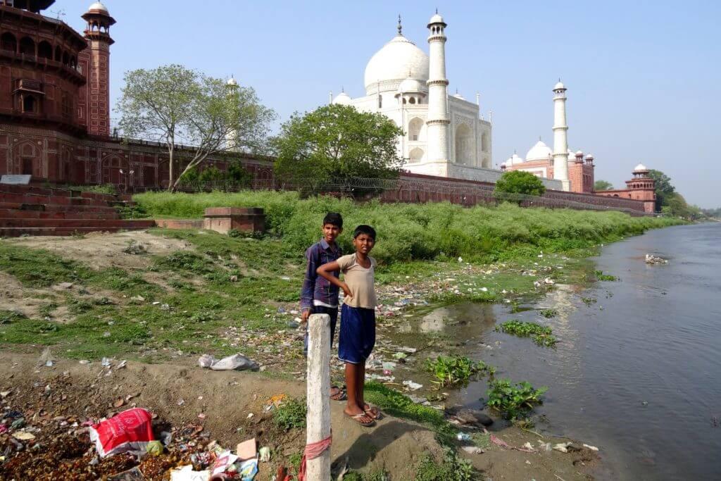 Rückseite des Taj Mahal am Ufer der Yamuna