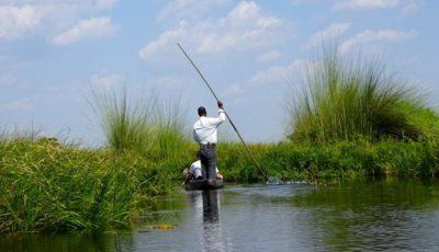Mit Mokoro unterwegs im Okavango-Delta, Botswana.