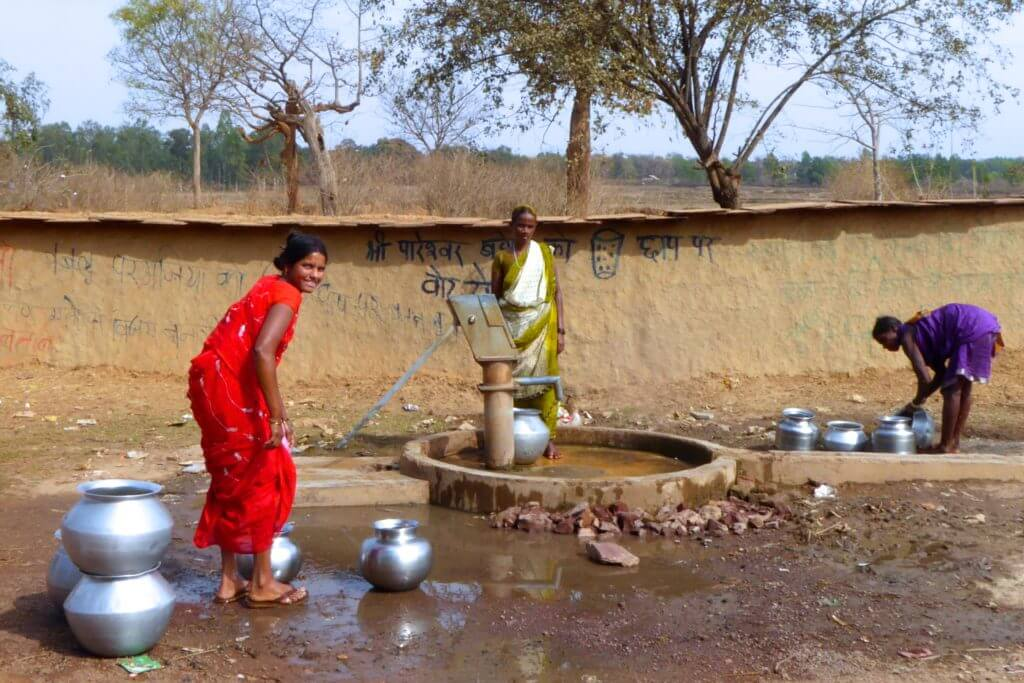 Kultur in Indien, Frauen am Brunnen in Chhattisgarh