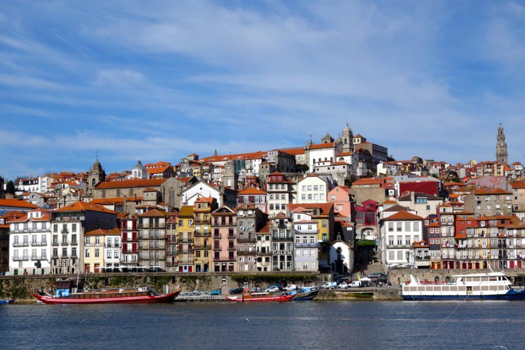 Portos Altstadt Ribeira von der anderen Seite des Douro