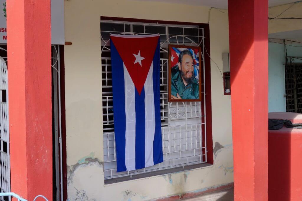 Bild Fidel Castros und kubanische Fahne nach dem Tod des Revolutionsführers