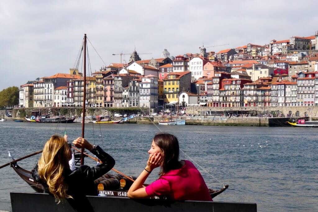 Jahresrückblick Reiseblog Groovy Planet, Porto-Impressionen am Ufer des Douro mit Blick auf Liberia, die historische Altstadt