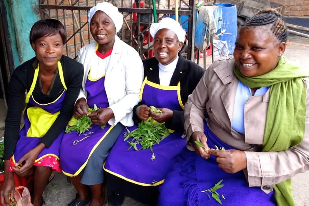 Jahresrückblick Reiseblog Groovy Planet, Köchinnen vom Tikondane Community Centre in Katete, Sambia