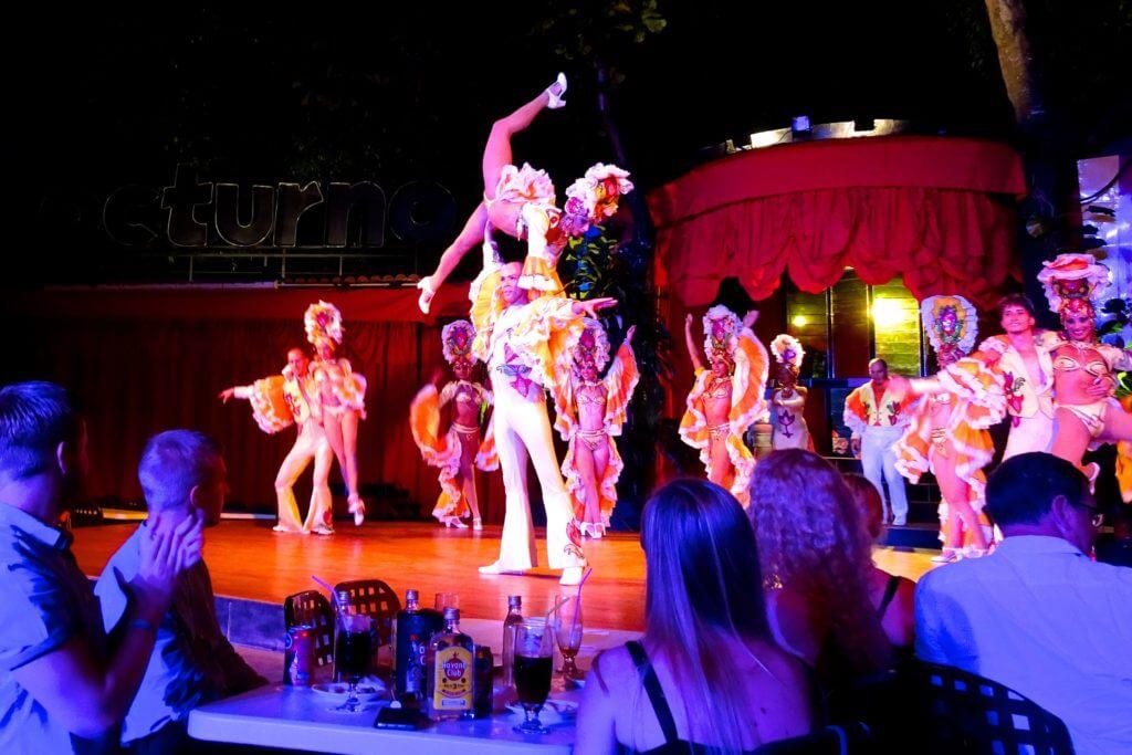 Holguín. Show im Cabaret Nocturno.